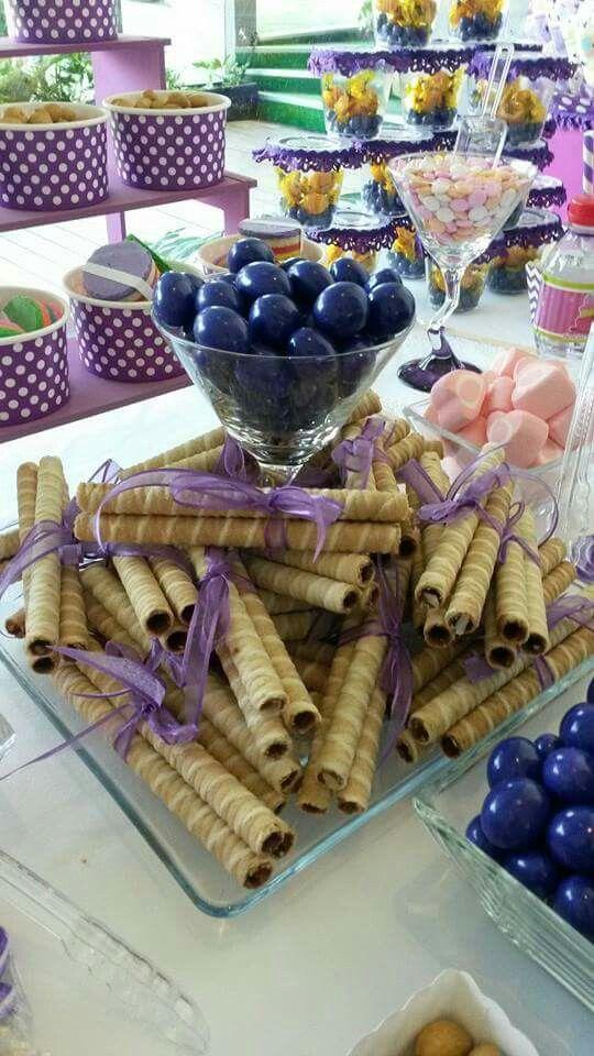 20 estilos de mesas de dulces para todas las ocasiones - Como hacer centros de mesa con dulces para bautizo ...