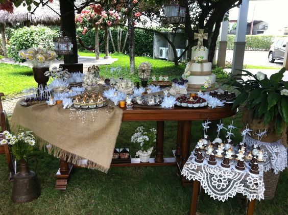 20 estilos de mesas de dulces para todas las ocasiones for Fiestas comunion decoracion