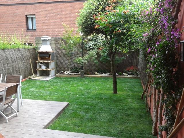 Paisajismo para jardines peque os y patios traseros for Jardines en espacios pequenos fotos