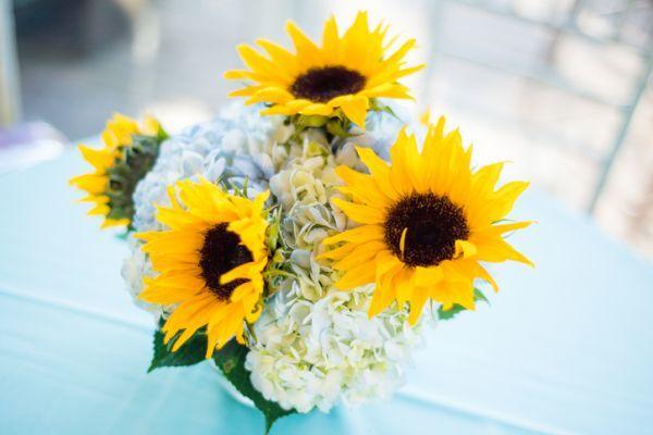 como-hacer-un-centro-de-mesa- flores-istock3