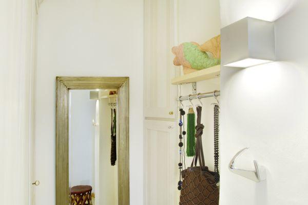 como-decorar-un-recibidor-pequeno-istock4
