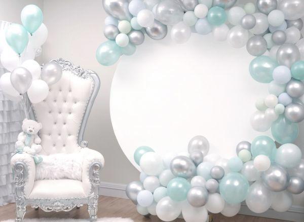 como-decorar-una-fiesta-de-nacimiento-istock