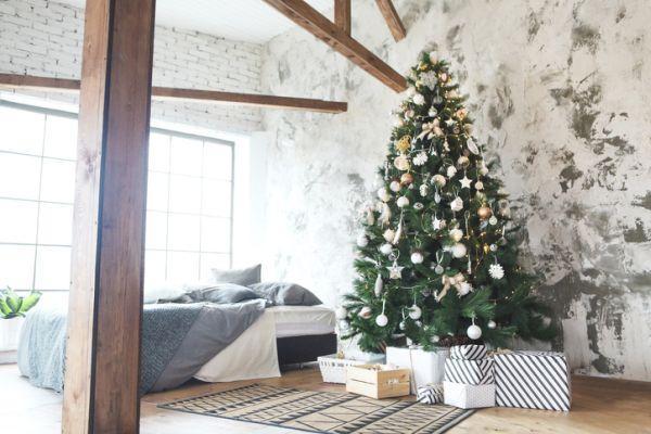 arboles-de-navidad-decorados-istock