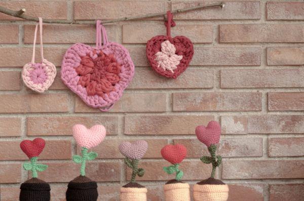 Colgantes y corazones de crochet