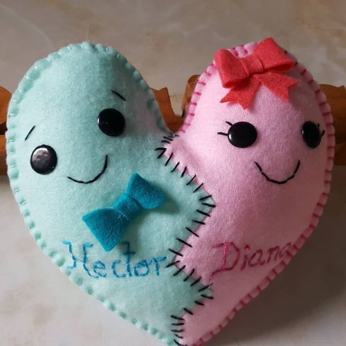 Muñeco corazón de fieltro para parejas
