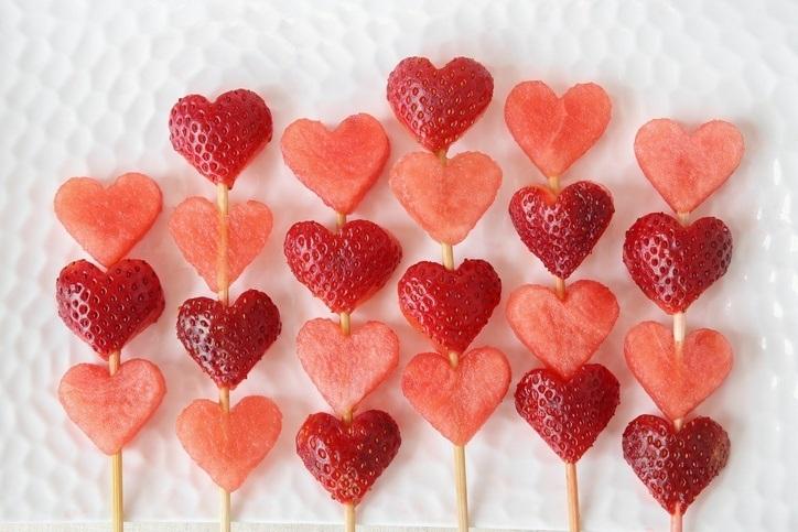 Piruletas de fruta de corazones