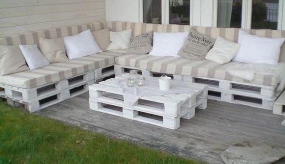 Un mueble de jardín puro y blanco