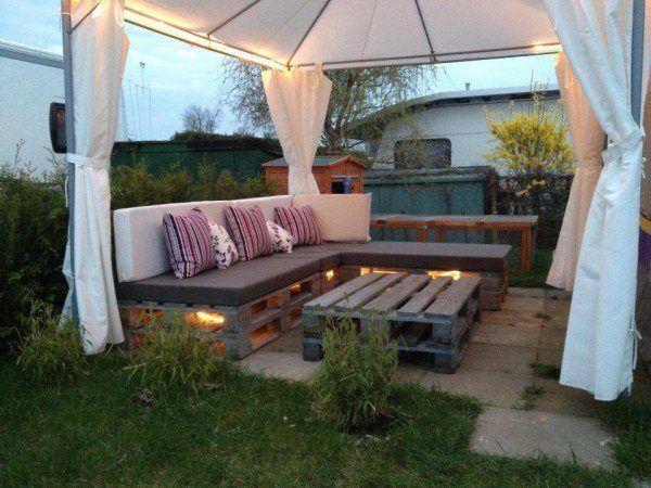 Muebles de jardín con un ambiente acogedor y cálido