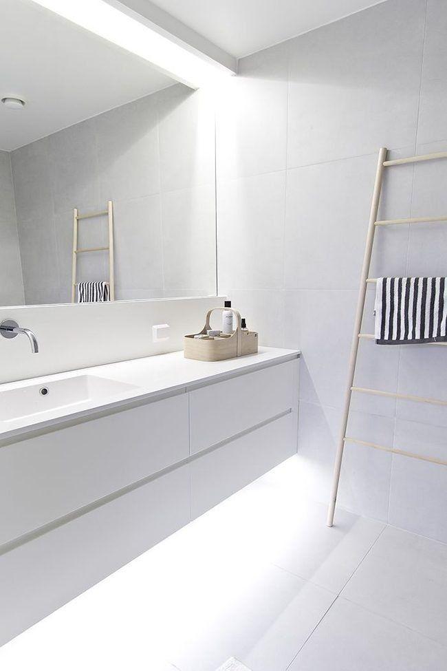Un baño blanco es una apuesta segura para crear un ambiente sereno