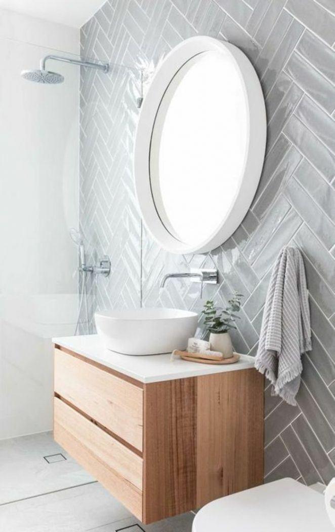 Una idea para un azulejo de baño moderno y gráfico colocado en forma de espiga