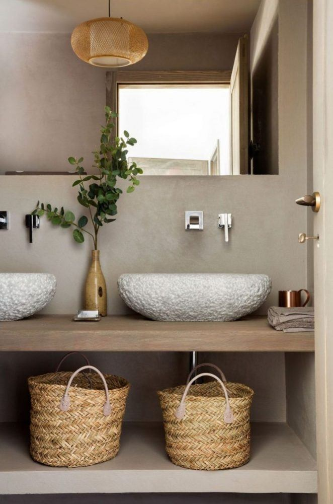 Un baño beige totalmente zen con doble lavabo