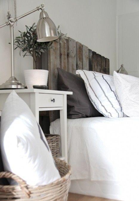 Un cabecero de palet que aporta un aspecto rústico al dormitorio