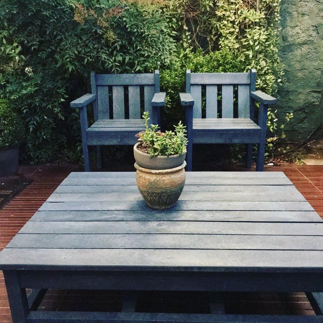 Sillas y mesa terraza