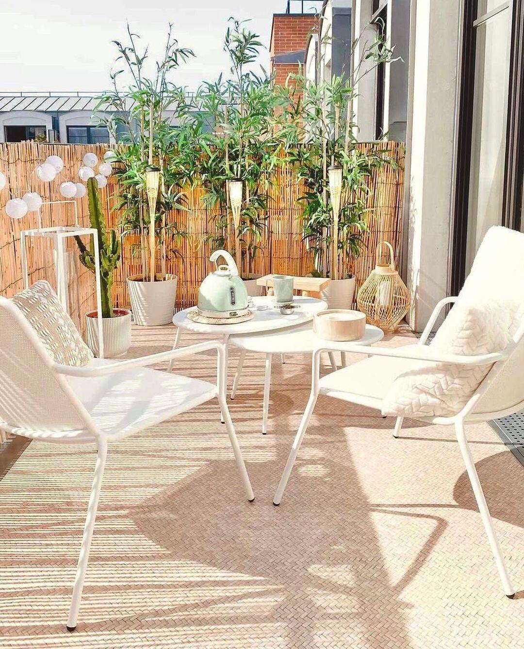 Terraza con alfombra imitando madera