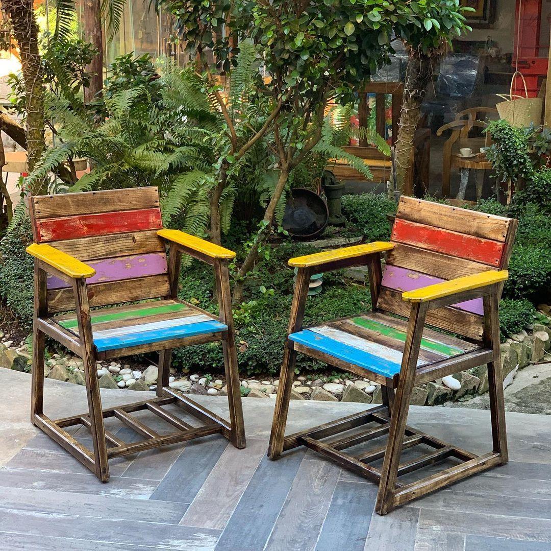 Sillas de madera a color