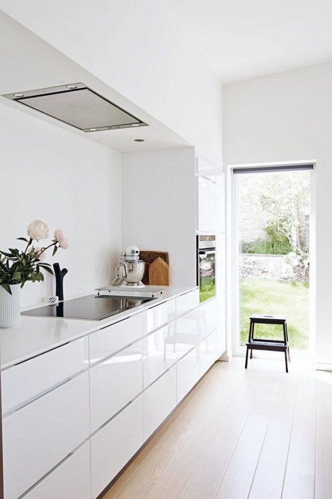 El blanco es un color de pintura que combina perfectamente con los muebles contemporáneos en los mismos tonos