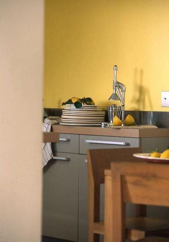 Caqui y amarillo mostaza en la cocina: una combinación que funciona