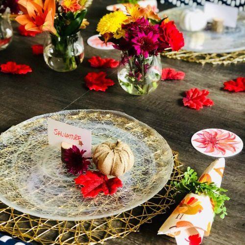 Plato decorado con flores y calabaza